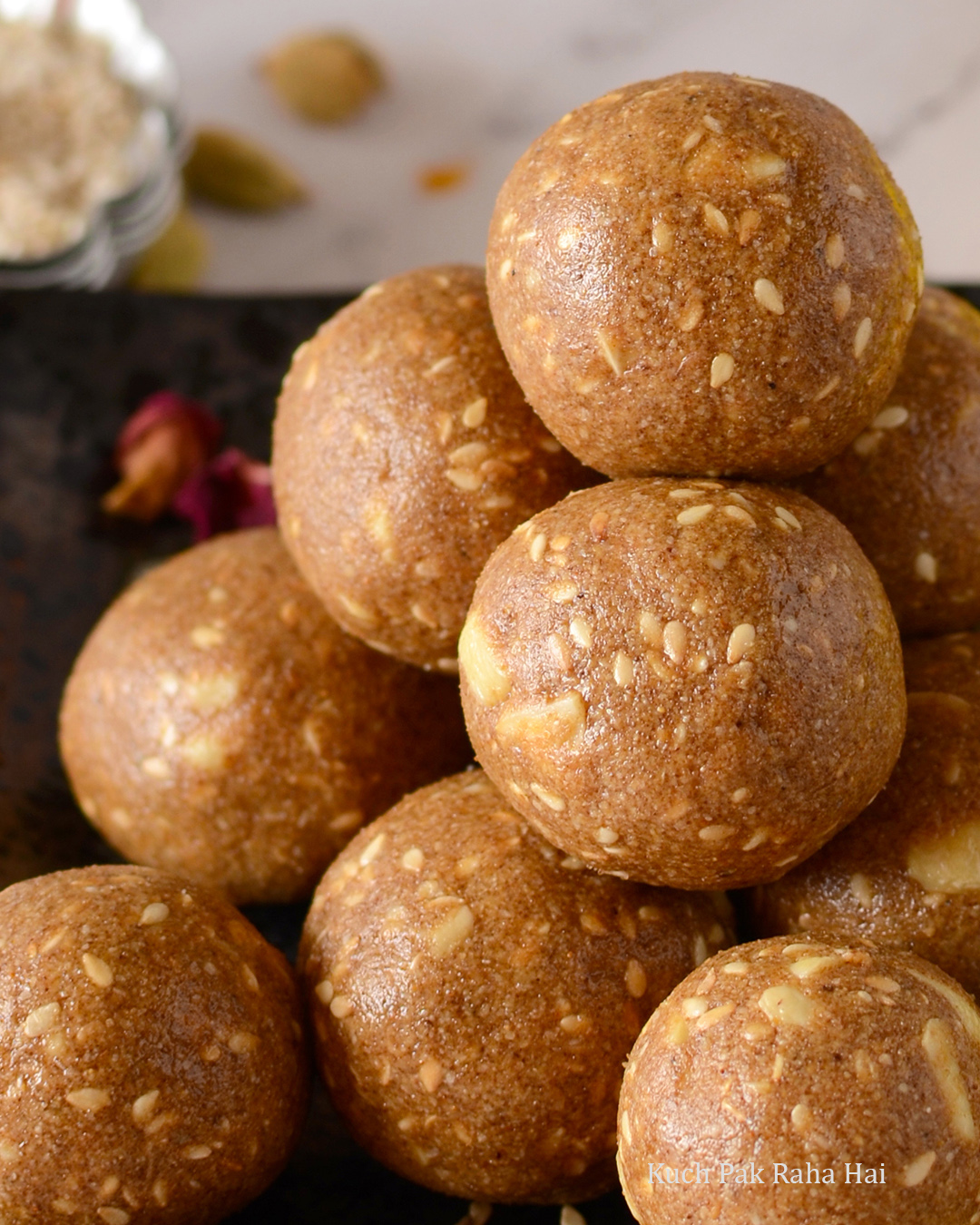Til Gud Laddu Sesame Jaggery Balls